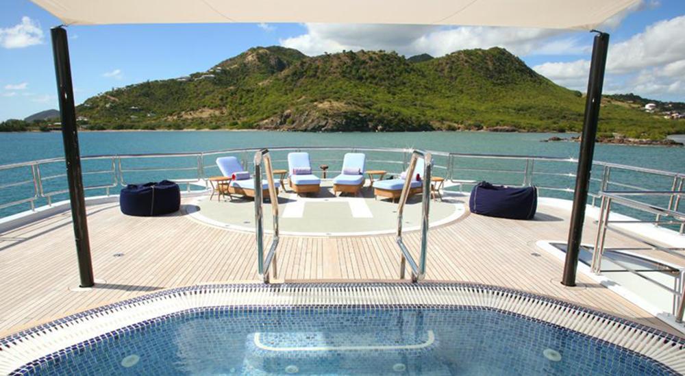 bella-vita-yacht-helipad-and-pool-19-large-1000.jpg